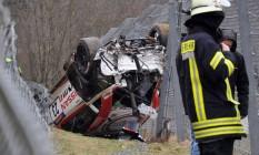 A cena do acidente, em Nurburg, Alemanha, em prova da categoria VLN, de longa distância Foto: ANDREAS WINKLER / AFP