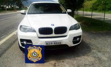 BMW X6 tinha placa de Feira de Santana, na Bahia Foto: Divulgação/PRF / Divulgação/PRF