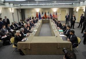 Chanceleres e delegações se reúnem em Lausanne Foto: Brendan Smialowski / AP