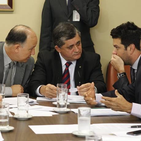 O ministro da Secretaria de Relações Institucionais, Pepe Vargas, se reúne com líderes da base aliada Foto: Givaldo Barbosa / Agência O Globo