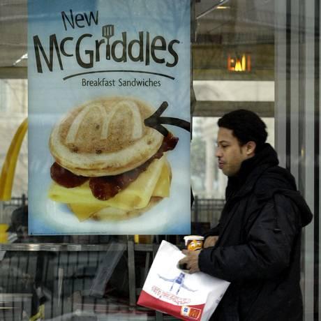 Menu matinal corresponde a 25% dos negócios do McDonald's Foto: JOHN ZICH / BLOOMBERG NEWS