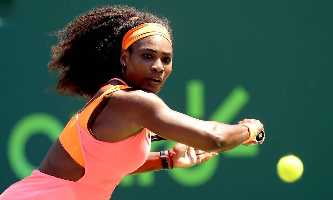 Favoritíssima ao título, a anfitriã Serena Williams passou fácil pela russa Svetlana Kuznetsova MATTHEW STOCKMAN / AFP