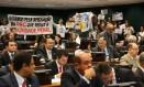 Manifestantes contra e a favor da PEC da redução da maioridade penal Foto: Ailton de Freitas / Agência O Globo