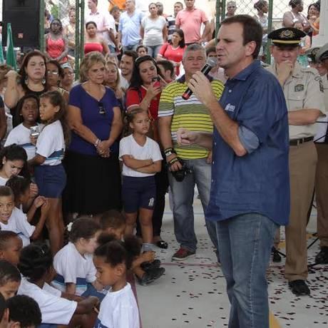 O prefeito do Rio, Eduardo Paes, em inauguração de escola municipal em Cosmos, Zona Oeste Foto: Divulgação