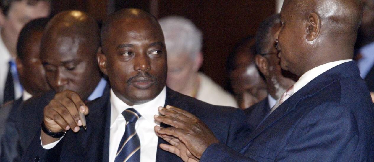 """Joseph Kabila (esquerda) durante encontro em Nairóbi em 2008. Presidente americano, Barack Obama, destacou importância de eleições """"justas e livres"""" para legado do presidente congolês Foto: SAYYID AZIM / AP"""