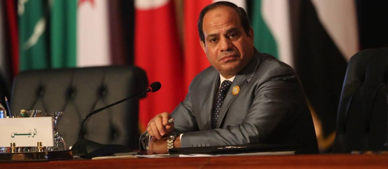 Presidente egípcio Abdel Fattah al-Sisi durante encontro da Liga árabe no fim de semana. EUA liberaram o envio de armamento suspendendo embargo imposto após golpe de 2013 Foto: Thomas Harwell / AP