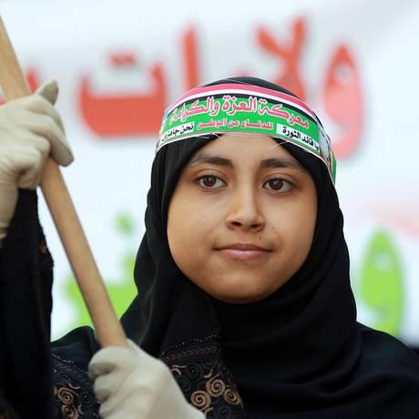 Uma mulher iemenita participa de um protesto contra a coalizão liderada pela Arábia Saudita Foto: MOHAMMED HUWAIS / AFP