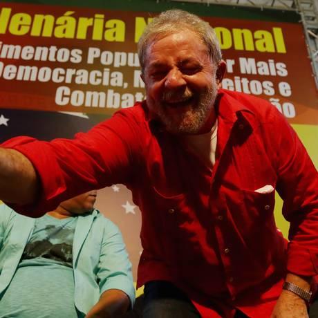 O ex-presidente Lula no Sindicato dos Bancários, em São Paulo, na noite desta terça-feira Foto: Fernando Donasci / Agência O Globo