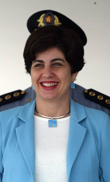 Em 2004, a então governadora Rosinha Garotinho se transforma em militar na foto de Domingos Peixoto Foto: Domingos Peixoto / Agência O Globo