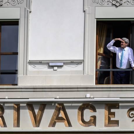 Kerry durante uma pausa nas negociações sobre o programa nuclear iraniano, em Lausanne: prorrogação Foto: FABRICE COFFRINI / AFP