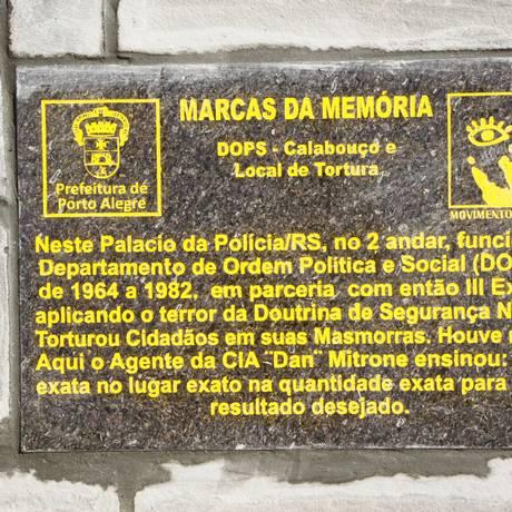 Placa identifica sede da Polícia gaúcha como local de 'terror' durante a ditadura Foto: Divulgação/ Prefeitura de Porto Alegre