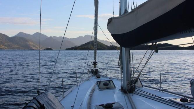Veleiro da Immerse Expeditions em excursão na Ilha Grande Foto: Eduardo Maia / O Globo