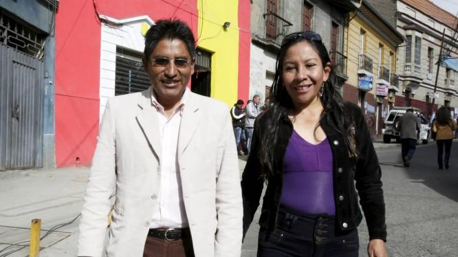 Felix Patzi, eleito governador de La Paz e sua mulher Foto: DAVID MERCADO/REUTERS