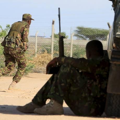Soldados cercam área atacada em Garissa Foto: NOOR KHAMIS / REUTERS