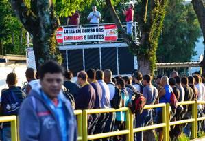 Sindicato dos Metalúrgicos de Taubaté faz assembleia em montadora Foto: Terceiro / Agência O Globo