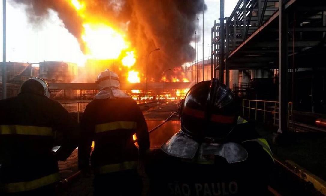 Incêndio visto de dentro da empresa Foto: Corpo de Bombeiros