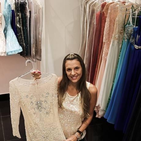 Carla Haydeè exibe vestido semelhante ao usado por Paris Hilton: R$ 3.600, na Maison Haydeè Foto: Guilherme Leporace/ Agência O Globo
