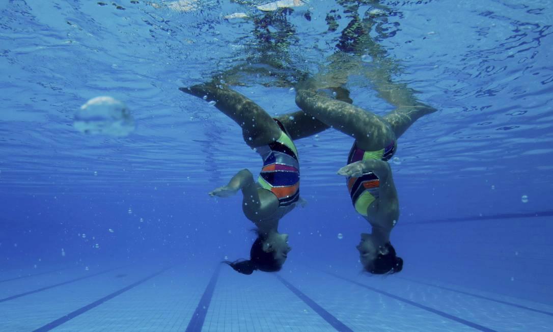Duda e Luisa formam um dueto desde 2009, quando começaram no nado sincronizado, e até 2013 competiam nas categorias de base Marcelo Piu / Agência O Globo