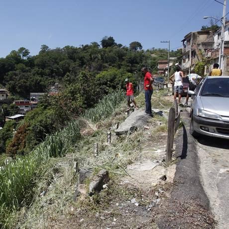 Área de risco na Rua B, na comunidade Jonatas Botelho: moradores aguardam intervenções desde 2006 Foto: Eduardo Naddar / O Globo