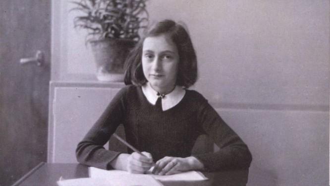 Anne Frank em foto tirada antes da jovem se esconder da perseguição nazista: morte por tifo em campo de concentração Foto: Reprodução