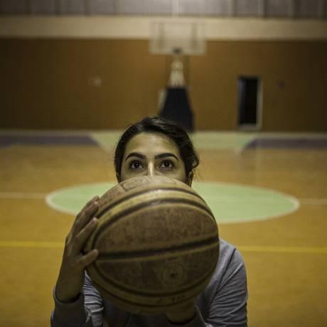 Awin Adil Barkhy, uma das jogadoras do time de basquete da Universidade Americana do Iraque Foto: NYT/ 23-2-2015