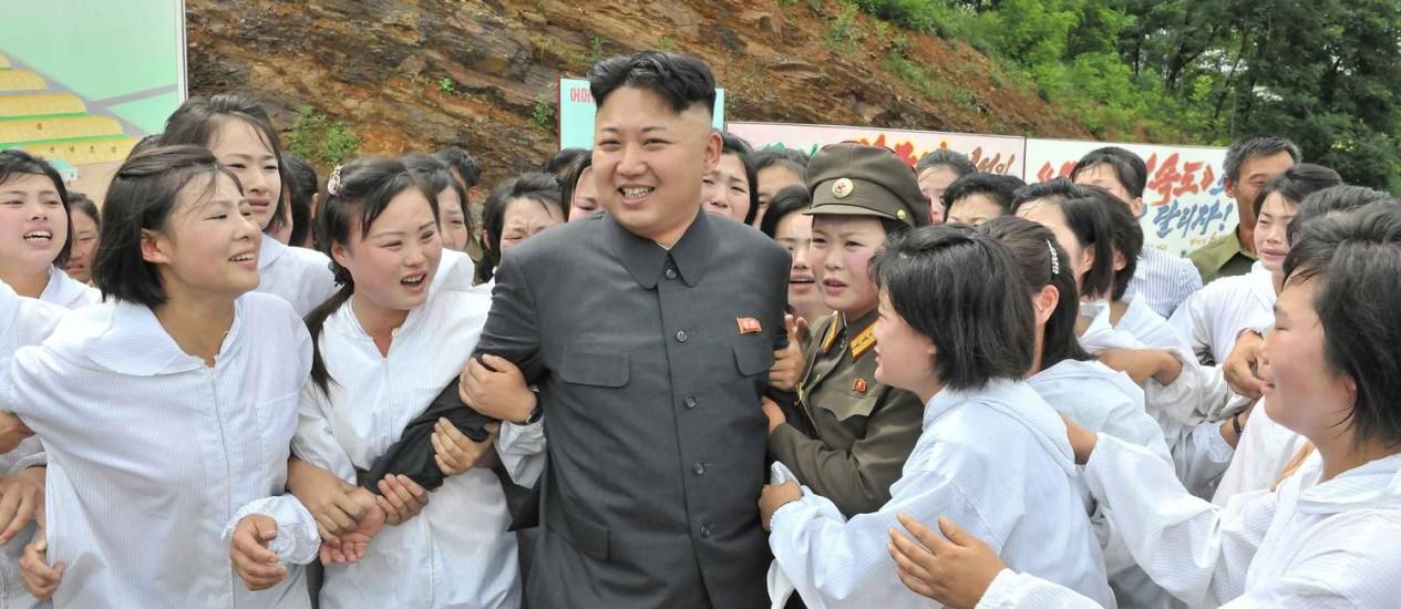 Kim é alvo da histeria das fãs Foto: REUTERS/16-7-2013