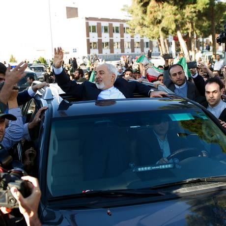 Chanceler Javad Zarif fo irecebido como herói em Teerã Foto: BORNA GHASEMI / AFP
