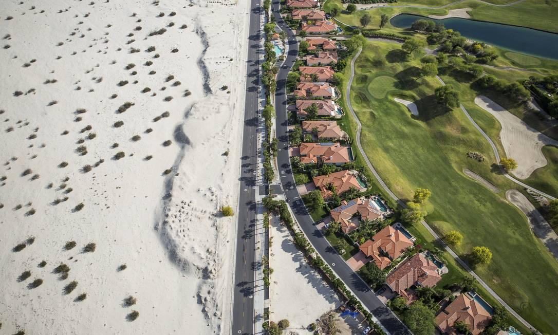 O campo de golfe Dinah, no Rancho Mirage. Legislação de emergência acelera o direcionamento de mais de US$ 1 bilhão para medidas de combate à seca DAMON WINTER / NYT