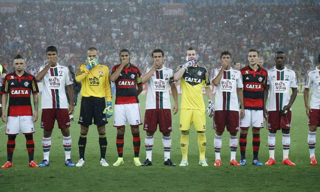Jogadores de Flamengo e Fluminense protestam contra a Federação Alexandre Cassiano / Agência O Globo