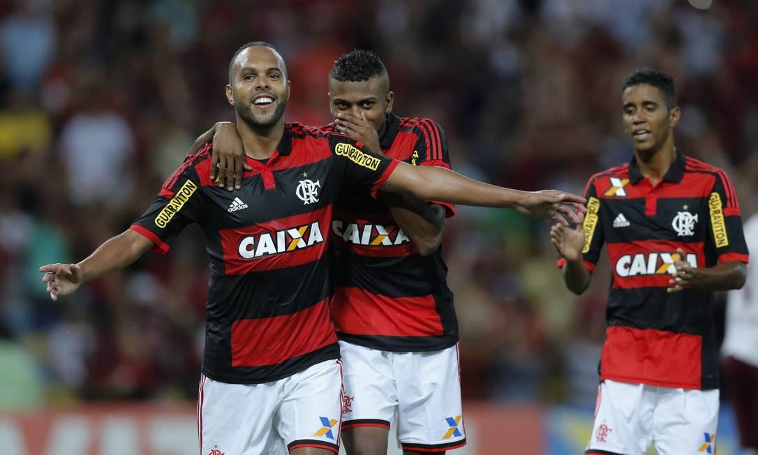 Alecsandro comemora seu gol, o segundo do Flamengo Alexandre Cassiano / Agência O Globo