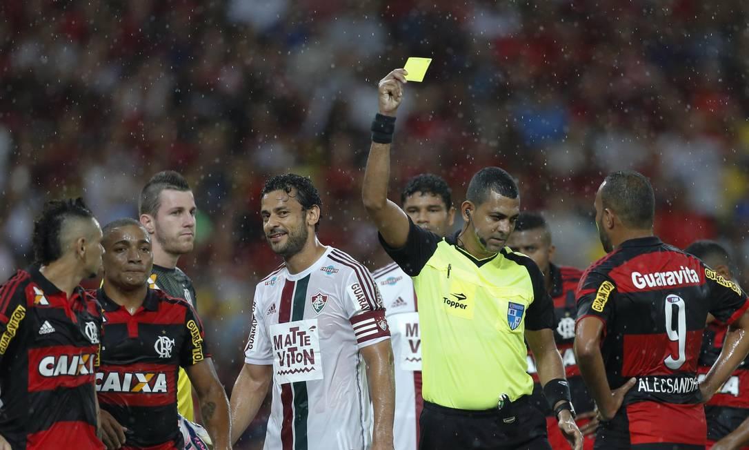 Fred levou o amarelo no início do jogo Alexandre Cassiano / Agência O Globo