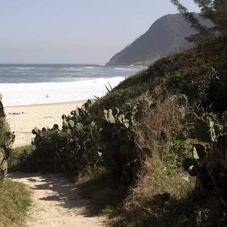 Moradores planejam reurbanização ao redor da praia de Itacoatiara Foto: Eduardo Naddar / Agência O Globo
