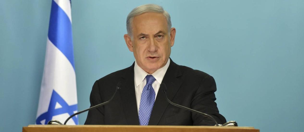 Benjamin Netanyahu durante discurso sobre o acordo nuclear iraniano na última sexta-feira. Pressão do primeiro-ministro para que o Irã reconheça direito de existir de Israel foi alvo de críticas de ex-chefe do Mossad Foto: Kobi Gideon / AP