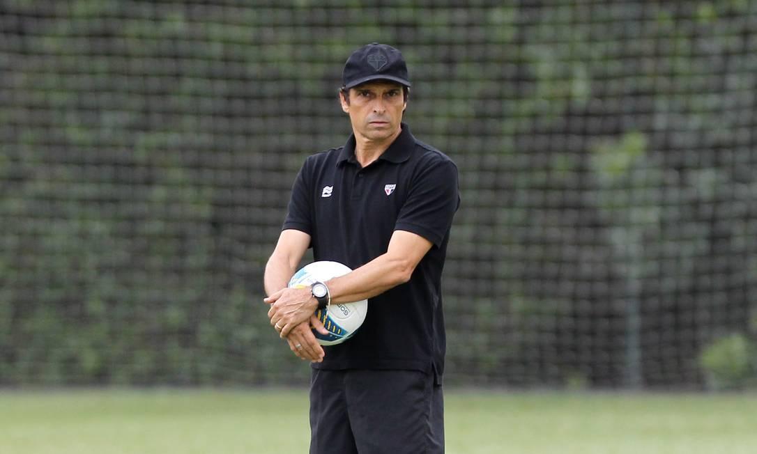O auxiliar-técnico Milton Cruz assume o São Paulo, após a saída de Muricy Ramalho Michel Filho / Agência O Globo