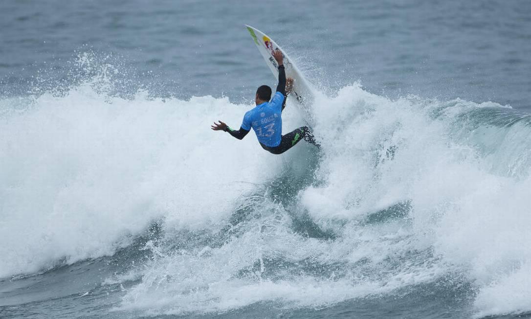Adriano de Souza, o Mineirinho, será o rival de Medina Divulgação / World Surf League