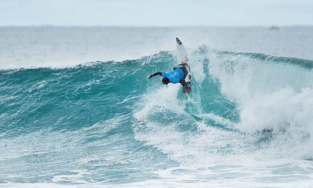 Jadson Andre e outro integrante da 'braziliam storm' Divulgação / World Surf League