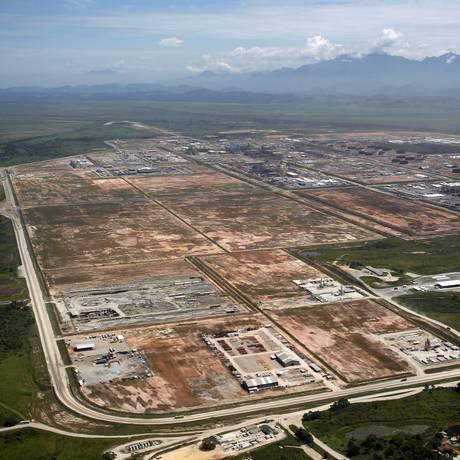 A área do Comperj, em Itaboraí, uma das obras em que, segundo a Operação Lava-Jato, houve pagamento de propina Foto: Custodio Coimba/2-4-2014