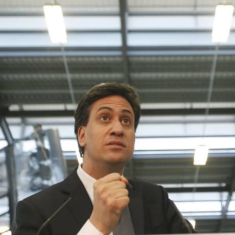 Líder dos trabalhistas, Ed Miliband. Pesquisas de opinião mostram pequena vantagem do partido sobre o Partido Conservador, liderado pelo primeiro-ministro britânico, David Cameron Foto: PETER NICHOLLS / REUTERS