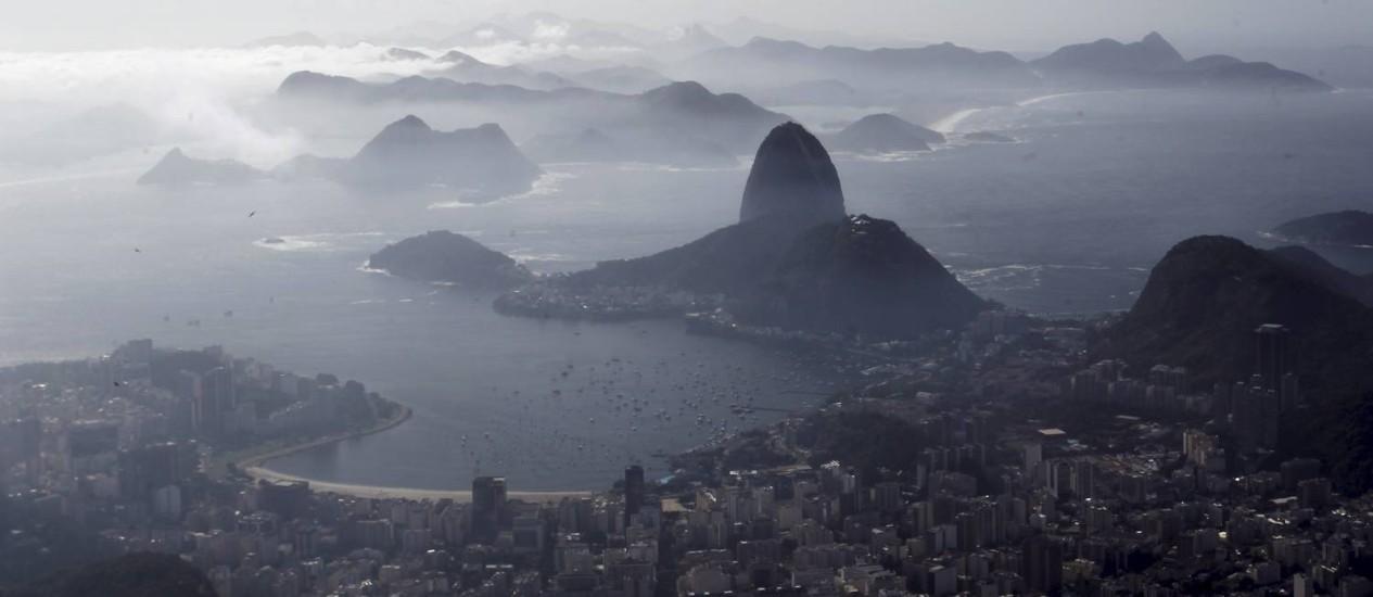 Parte da cidade do Rio vista do Cristo Redentor Foto: Gabriel de Paiva - 08/04/2015 / Agência O Globo