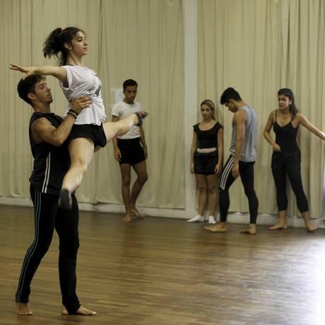 Ensaio: alunos da Petite Danse executam número que será apresentado no encontro Foto: Pedro Teixeira / Agência O Globo