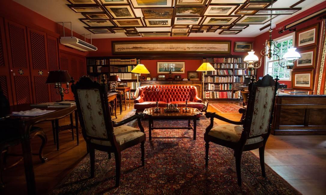 O anexo da Casa Geyer, onde os quadros são pendurados no teto Foto: Agência O Globo / Bárbara Lopes