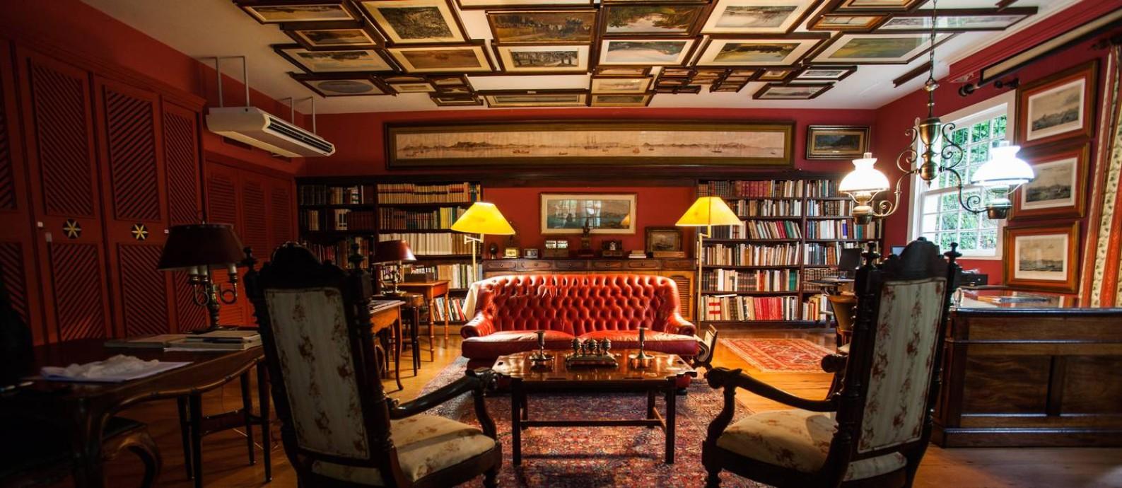 O anexo da Casa Geyer, onde os quadros são pendurados no teto Foto: Bárbara Lopes / Agência O Globo