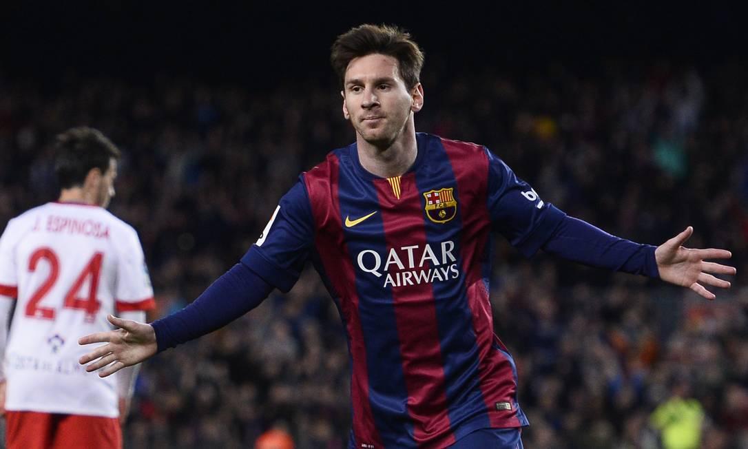 Messi comemora gol do Barcelona sobre o Almeria Manu Fernandez / AP