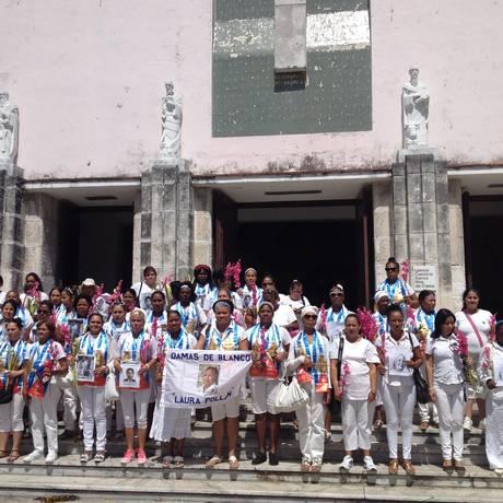 Ato semanal. Mulheres participam de caminhada que acontece aos domingos em Havana: apesar das discordâncias entre as ativistas, grupo que nasceu na Primavera Negra continua mantendo mesmo roteiro há de 12 anos Foto: Marina Gonçalves/Agência O Globo