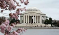 As famosas cerejeiras em frente ao Memorial Thomas Jefferson, em Washington DC. Cidade vai abrigar museu sobre história e cultura dos afro-americanos Foto: ALEX WONG / AFP