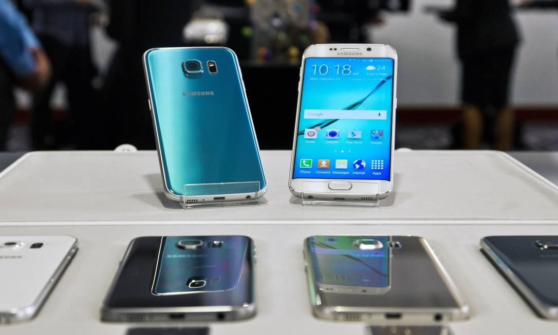 Os Galaxys S6 e S6 Edge, da Samsung Foto: Bebeto Matthews/AP /