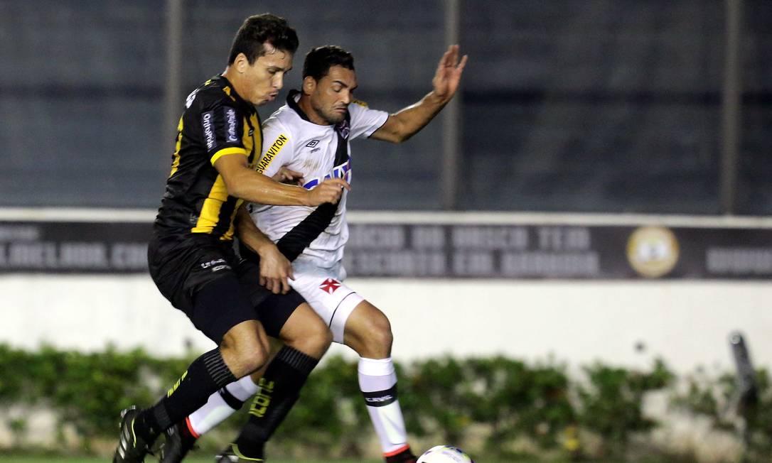 O vascaíno Gilberto não teve muito espaço na etapa inicial Marcelo Theobald / Agência O Globo