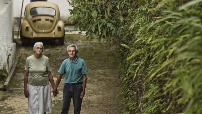 Seu Afranio e Dona Carmem moram no Parque Nacional desde a década de 1940. No ano passado, o Ministério Público Federal moveu ação para retirá-los de lá Foto: Guilherme Leporace / Agência O Globo