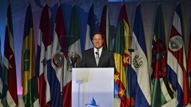 Presidente panamenho, Juan Carlos Varela, anfitrião da VII Cúpula das Américas, em discurso no Foro da Sociedade Civil na Cidade do Panamá Foto: RAUL ARBOLEDA / AFP