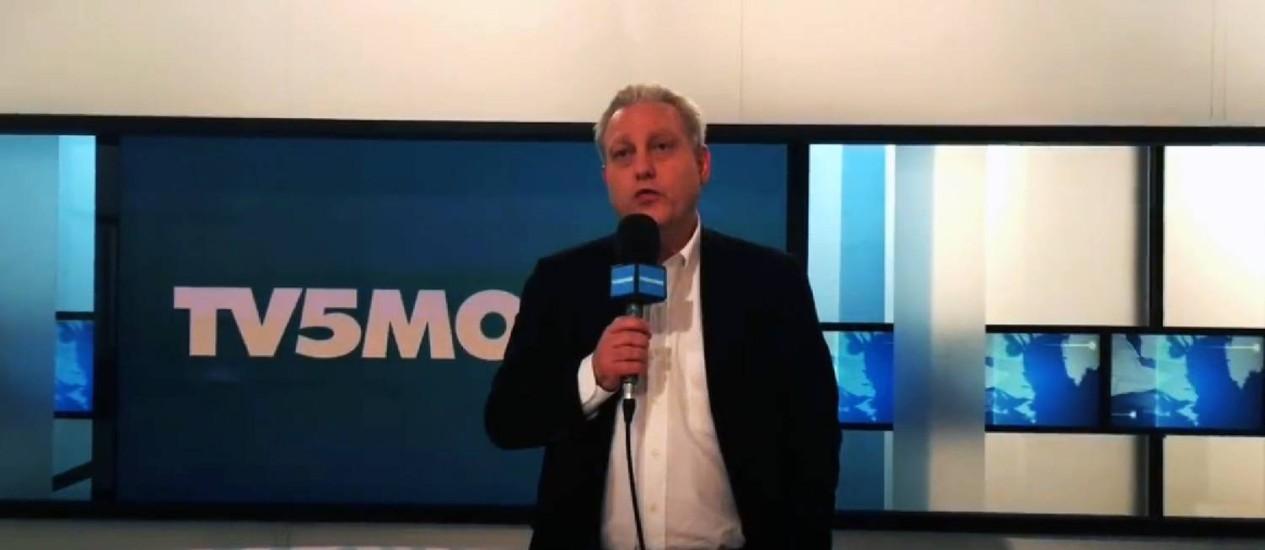Diretor da TV5Monde, Yves Bigot, durante anúncio após ciberataque contra a rede, praticado por hackers ligados ao Estado Islâmico Foto: AFP Photo